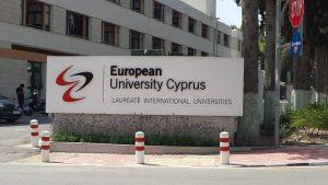 Eingangsbereich der European University Cyprus, Medizinstudium in Nikosia