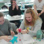 Studenten experimentieren in der Biologie